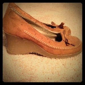 Moccasin wedge heels