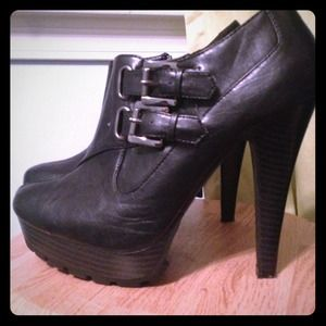 High heeled platform bootie