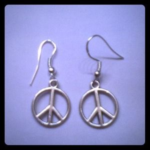 Jewelry - 🌟 $3 Sale 🌟 Peace Sign Earrings NEW