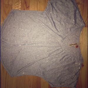 Sequenced light grey top