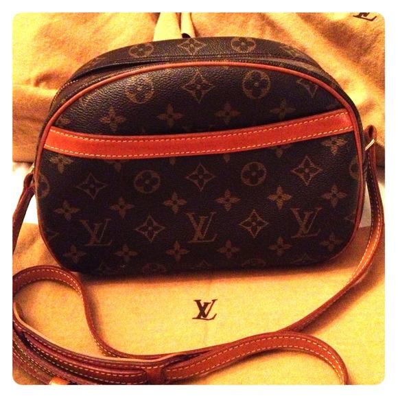 94e28a4594bc Louis Vuitton Handbags - AUTHENTIC Louis Vuitton Blois crossbody bag