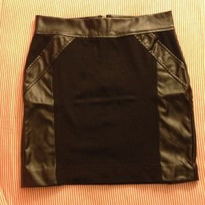 Skirt with leather panels