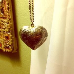 Jewelry - Long heart necklace