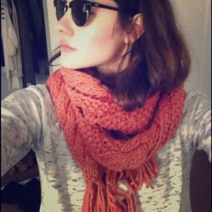 SOLD!!! BDG peach knit scarf