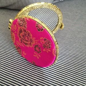 A mirror for every clutch !!
