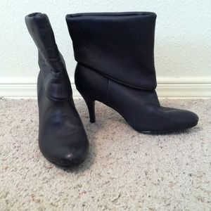 Boots - Faux leather booties