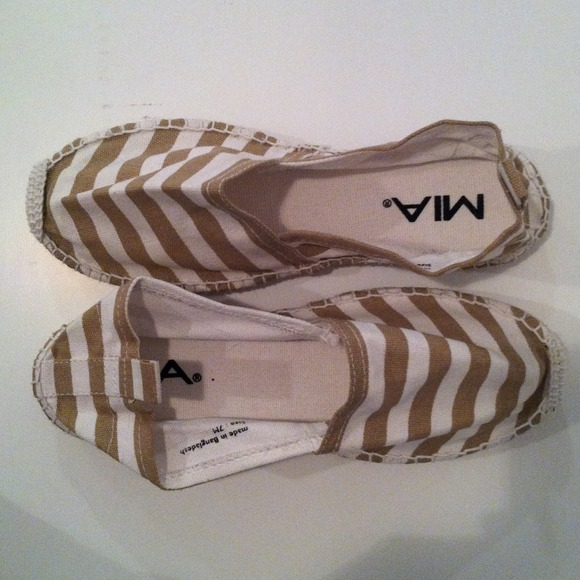 3e78b34c0 NEW- MIA Shoes stripe espadrille flats. M 511ebebfe4ebea50220240e1