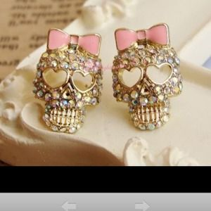 Jewelry - 🆕Ab crystal skull studs