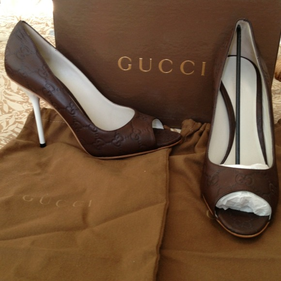 50 off gucci shoes gucci logo heels new in box from 100