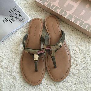 💕HOST PICK💕BCBG small wedge sandal