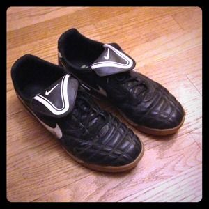 Nike Shoes - Nike Tempo