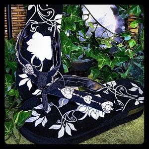 Shoes - Flip Flop, sandals, NEW