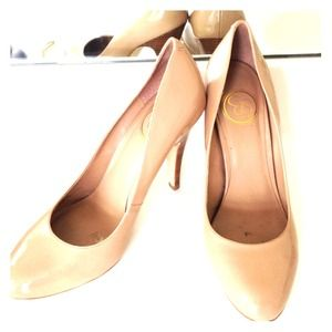 JS by Jessica beige/nude patent leather pumps