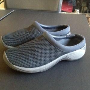 Shoes - 🎰🚩SOLD!!🚩🎰 Merrill 'Air Cushon' Clogs Sz 8.5!!