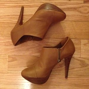Zara Shoes - Camel booties