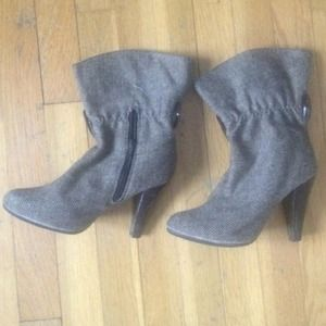 Shoes - brown booties with heel