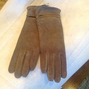 Taupe suede leather gloves.