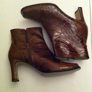 bellini Boots - Vintage Bellini ankle boots/ classy and different!