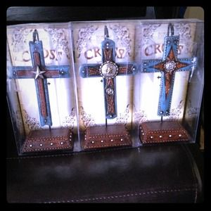 Other - Beautiful Triple Cross Set With Stand New In Box