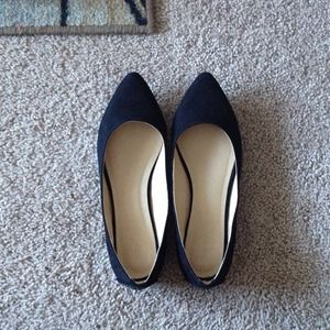 Black pointed-toe flats