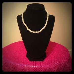 Faux Pearl Pearl Necklace