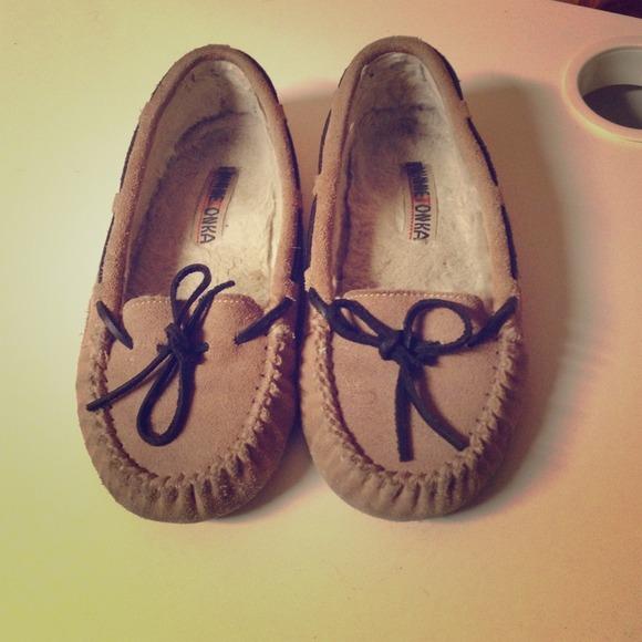 cef498127cf4 Minnetonka Shoes | Gently Worn Moccasins | Poshmark