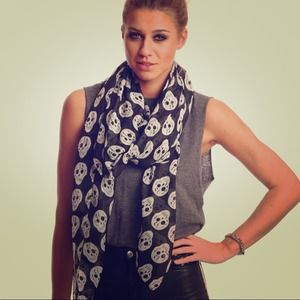 Accessories - Black skull scarf