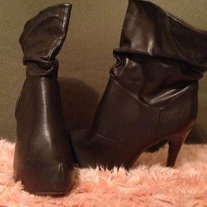 REDUCED! ✂NYLA NWOT brown leather platform booties