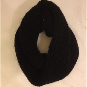 Bloomingdales Accessories - ❌SOLD❌ Black Thick Knit Infinity Circle Scarf