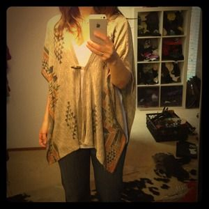 Tops - Aztec pattern poncho with wood button