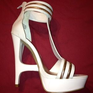 wild pair Shoes - Gold N White Platform Sandals