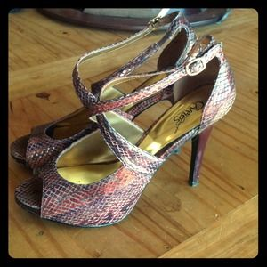 Shoes - Gorgeous flashy pumps!!!