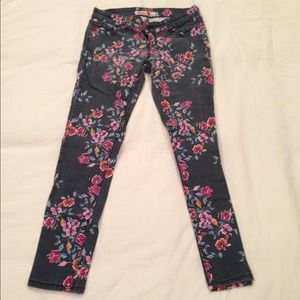 Kiss Pants - 🌟REDUCED🌟Fabulous Super Trendy Floral Denim