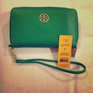 SOLD!!!Authentic Tory Burch Iphone 5 Wrislet NWT