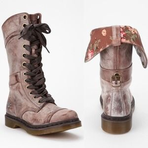 Dr. Martens Shoes - Dr. Martens Triumph 1914 Floral Boot *BUNDLED 1itm