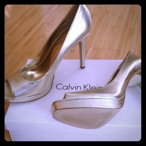 Calvin Klein 8.5/Platino Tumbled New in Box