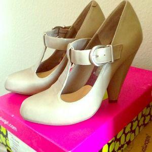 Kensie Girl Nude T Strap Heels 6