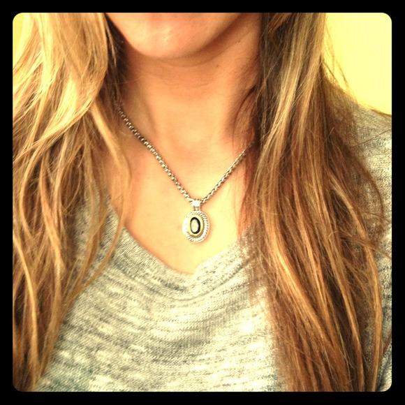 Accessories - Silver pendant necklace.
