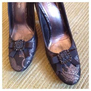 Hype brocade heels