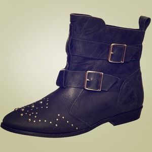 Bundles Topshop Aztec leather studded ankle boots!