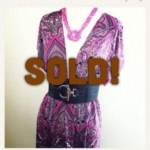 *NWT* Sz L V-neck front / back pink pattern dress
