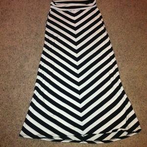 Black and white maxi skirt chevron – Modern skirts blog for you