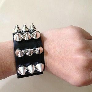 Accessories - Fun Spiked bracelet