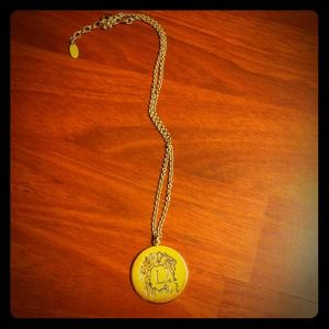 Trendy gold pendant with zodiac Leo sign!