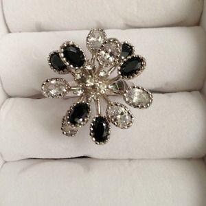 Black/white crystal metal ring