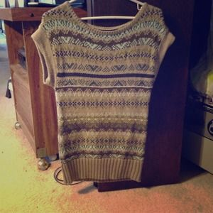 Short sleeved sweater