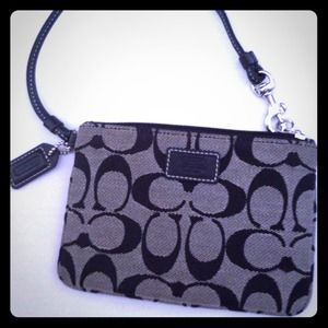 ⬇Reduced authentic coach legacy signature wristlet