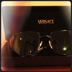 ✨AUTHENTIC✨Versace black sunglasses