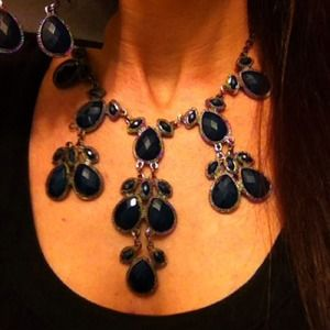 Beautiful Hem Blue necklace & earring set.BN w/tag