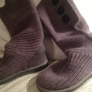 Size 8 gray uggs Cardy